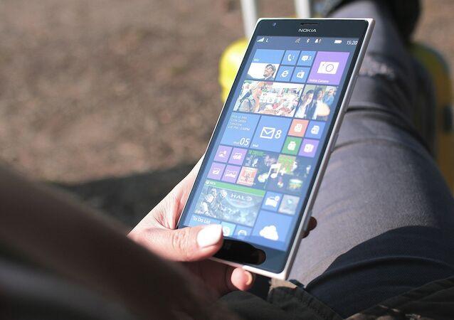 Un celular con el sistema operativo Windows Phone