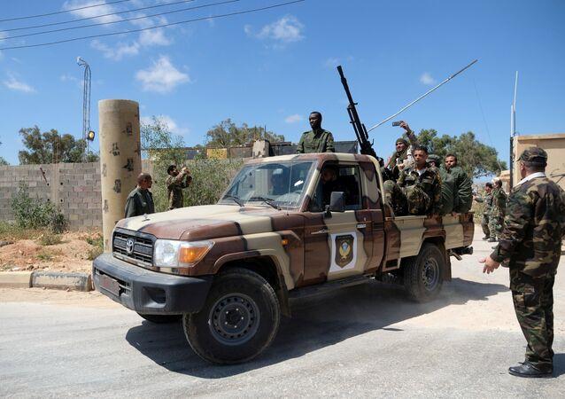 Los miembros del Ejército Nacional Libio (LNA), comandados por Khalifa Haftar en Trípoli