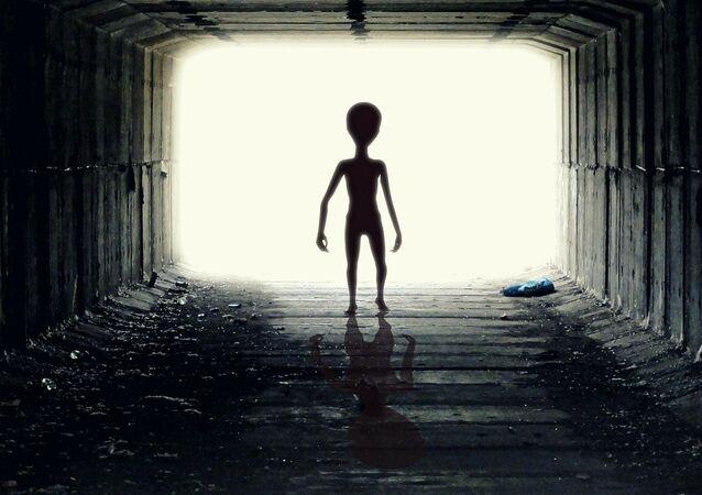 Un 'alienígena' abduce a un hombre en medio de Tel Aviv