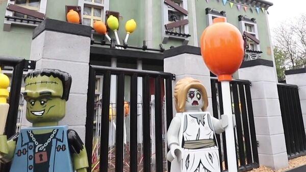 Una nueva y monstruosa atracción espera a los visitantes de Legoland en el Reino Unido - Sputnik Mundo