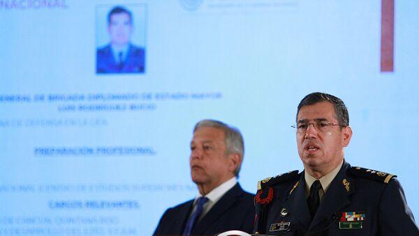 El presidente de México, Andrés Manuel López Obrador, y el nuevo comandante de la nueva Guardia Nacional - Sputnik Mundo