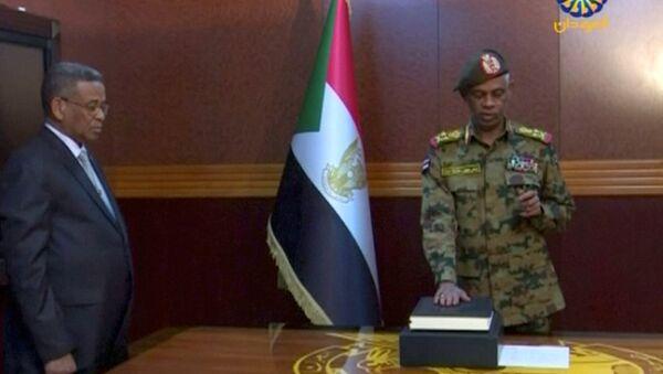 Ministro de Defensa de Sudán, Awad Mohamed Ahmed Ibn Auf - Sputnik Mundo