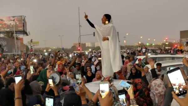 Alaa Salah de Sudán - Sputnik Mundo