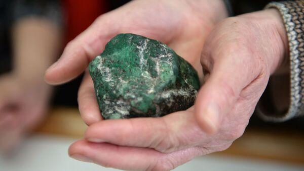 Una excursión por la única mina de esmeralda de Rusia - Sputnik Mundo