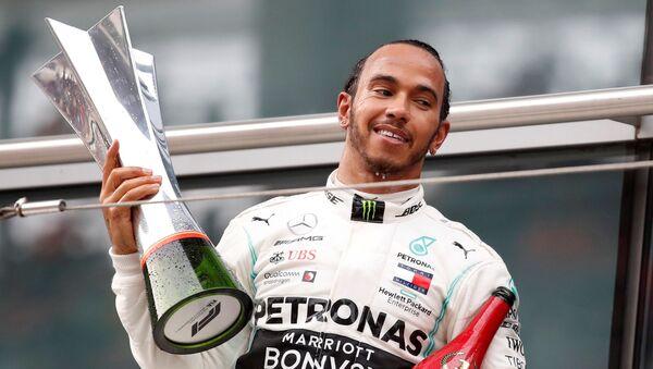 Lewis Hamilton, piloto británico - Sputnik Mundo