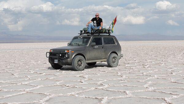 Patrick Argote en el salar de Uyuni - Sputnik Mundo