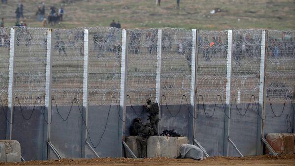 Los soldados israelíes en la frontera con la Franja de Gaza - Sputnik Mundo