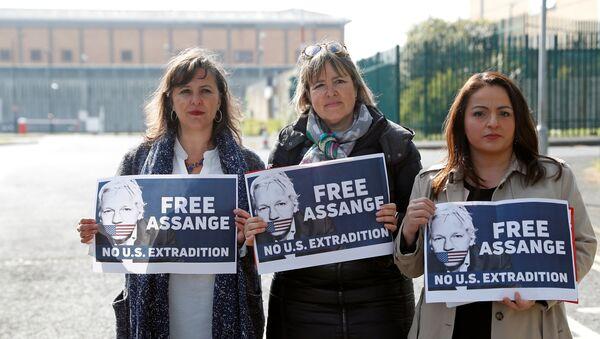 Una protesta contra la extradición de Julian Assange a EEUU - Sputnik Mundo