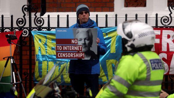 Activistas piden la liberación de Julian Assange - Sputnik Mundo