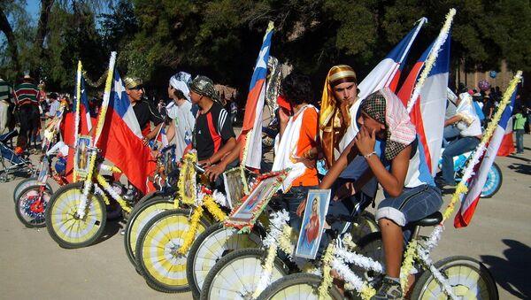 Ciclistas participantes del Cuasimodo, en el Templo Votivo de Maipú, Santiago de Chile - Sputnik Mundo