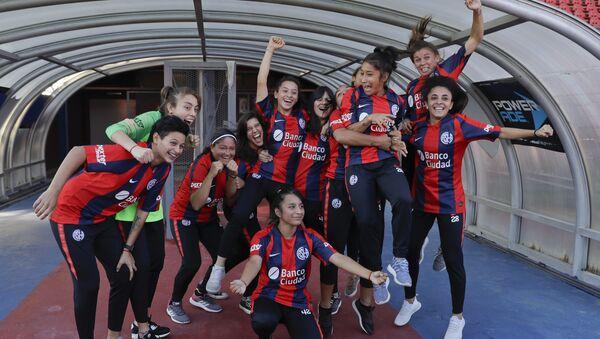 Jugadoras profesionales del Club San Lorenzo en Argentina - Sputnik Mundo