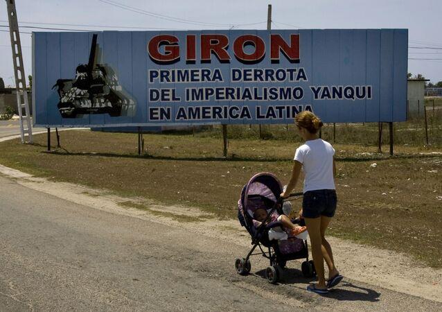 Cartel ubicado a la entrada del municipio Girón, en Matanzas, Cuba