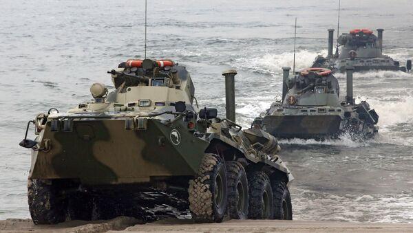 Maniobras de la Flota del Báltico en el polígono militar de Jmelevka, en la costa de la región de Kaliningrado (archivo) - Sputnik Mundo