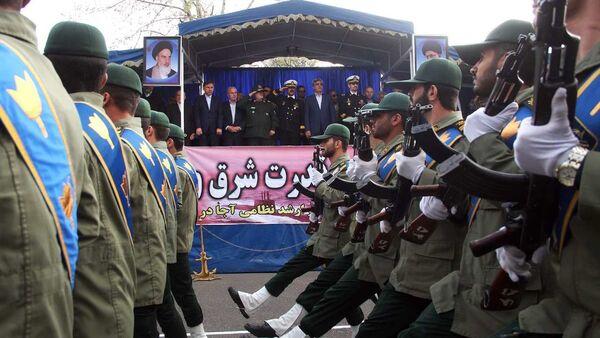 Irán celebra el Día del Ejército con un grandioso desfile - Sputnik Mundo