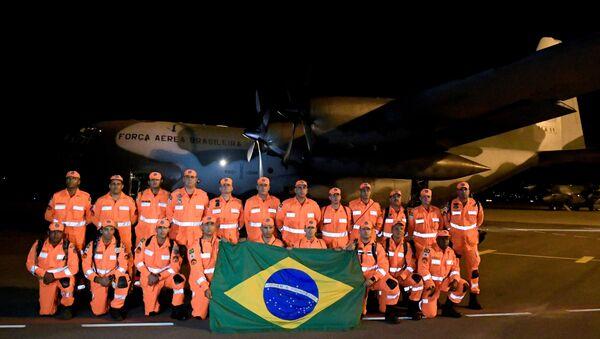 Bomberos de la Fuerza Nacional de Brasil antes de viajar a Mozambique para actuar en tareas de ayuda humanitaria  tras el ciclón Idai - Sputnik Mundo