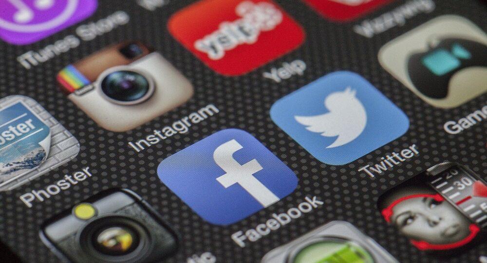 El logo de Twitter y Facebook