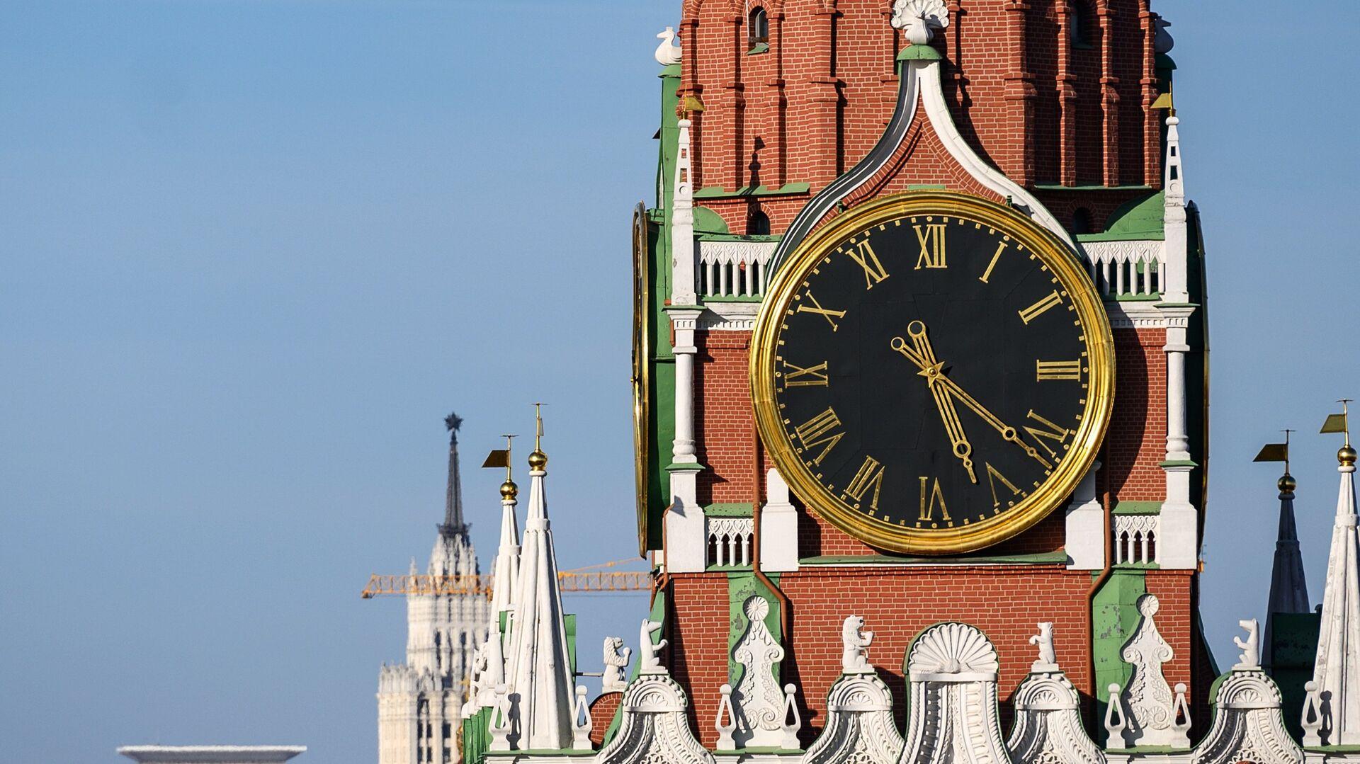 La torre Spasskaya del Kremlin de Moscú - Sputnik Mundo, 1920, 18.02.2021