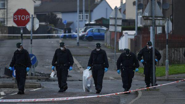 La Policía norirlandesa en el lugar del asesinato de la reportera Lyra McKee - Sputnik Mundo
