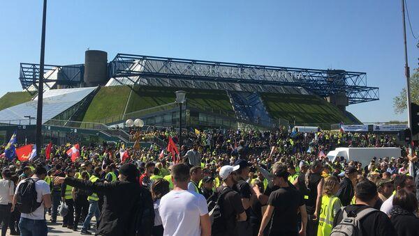 Los 'chalecos amarillos' no se rinden tras 23 semanas de protestas - Sputnik Mundo