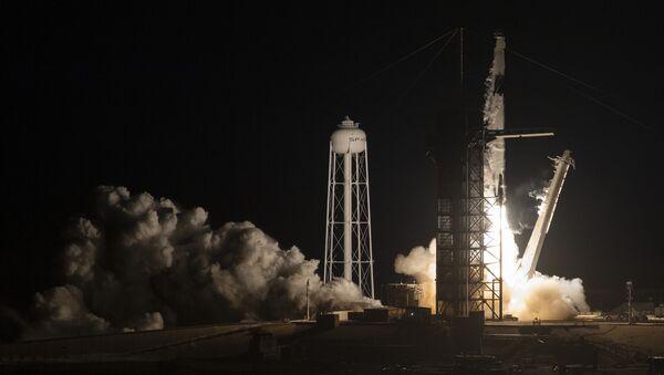 El lanzamiento del cohete Falcon 9 con Crew Dragon a bordo - Sputnik Mundo