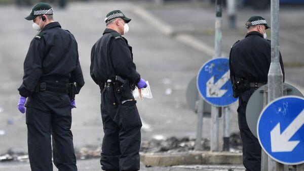 La Policía de Irlanda del Norte en el lugar del asesinato a la periodista Lyra McKee - Sputnik Mundo
