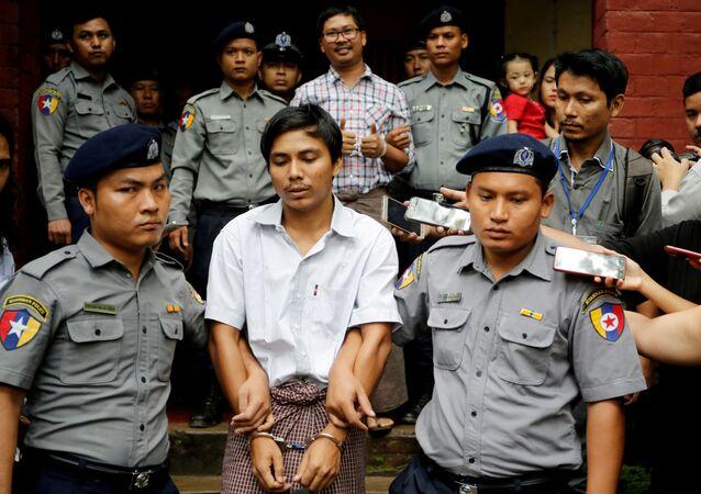 Los periodistas de Reuters, Wa Lone y Kyaw Soe Oo, sentenciados en Birmania