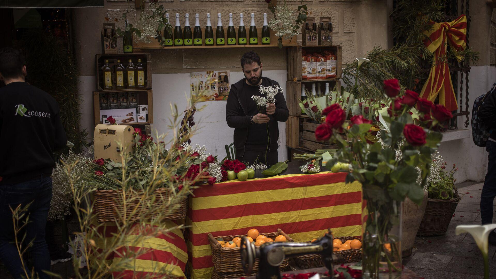 Un vendedor de flores en Barcelona (archivo) - Sputnik Mundo, 1920, 23.04.2021