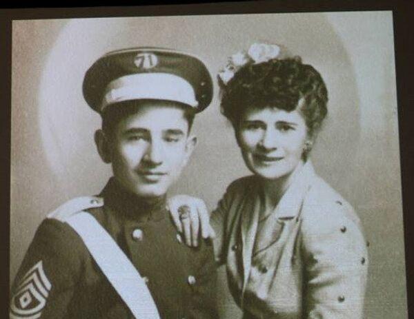 Avrora Mardiganián con su hijo - Sputnik Mundo