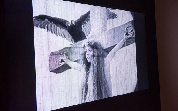 Un fragmento de la película 'Subasta de Almas', donde Avrora Mardiganián protagonizó a sí misma - Sputnik Mundo