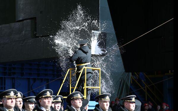 Aunque el Belgorod sea un buque secreto, las tradiciones fueron respetadas durante su botadura - Sputnik Mundo