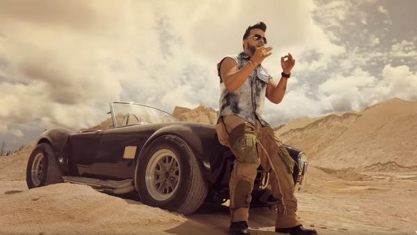 Imagen del videoclip de la canción 'Date la vuelta' de Luis Fonsi, Sebastián Yatra y Nicky Jam - Sputnik Mundo