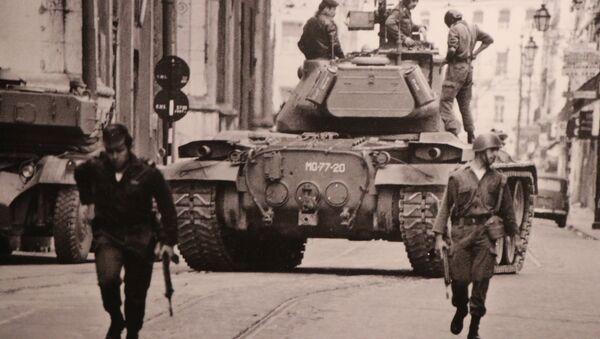 Militares portugueses en las calles de Lisboa (archivo) - Sputnik Mundo