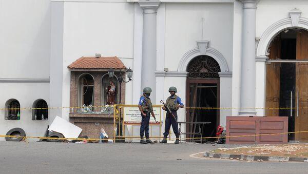 Militares en el lugar del atentado en Sri Lanka - Sputnik Mundo
