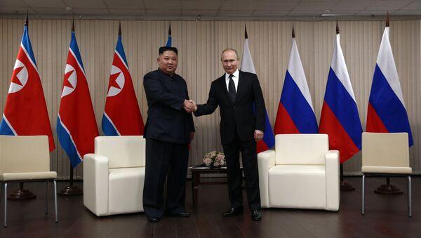 El líder de Corea del Norte, Kim Jong-un, y el presidente de Rusia, Vladímir Putin - Sputnik Mundo