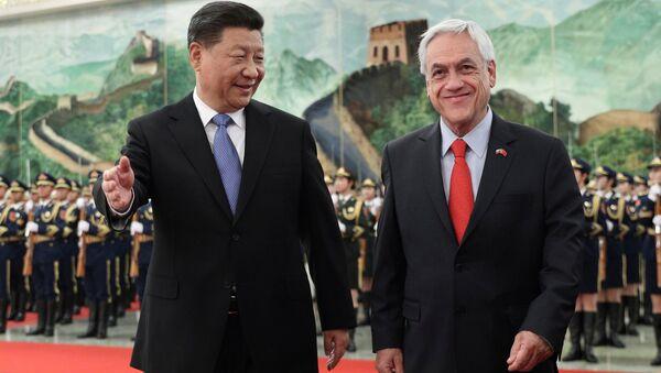 El presidente chino, Xi Jinping, y el presidente de Chile - Sputnik Mundo