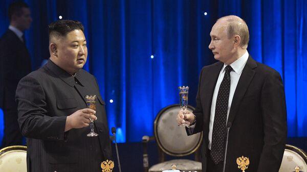 Putin y Kim mantienen una reunión histórica en Vladivostok - Sputnik Mundo