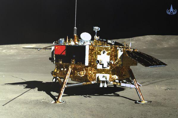 Una foto de la Chang'e 4 sobre la cara oculta de la Luna, referencial - Sputnik Mundo