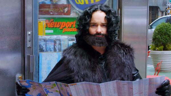 Emilia Clarke disfrazada de Jon Snow - Sputnik Mundo