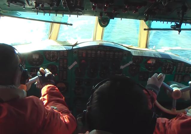 Los pilotos rusos muestran cómo 'cazar' submarinos enemigos (vídeo)