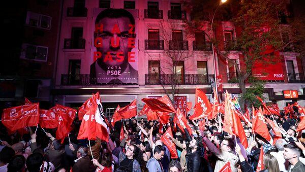 La sede de los socialistas tras su victoria en las elecciones generales de España - Sputnik Mundo