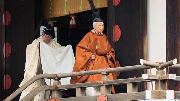 Akihito, emperador de Japón durante el ritual Taiirei-Tojitsu-Kashikodokoro-Omae-no-gi - Sputnik Mundo