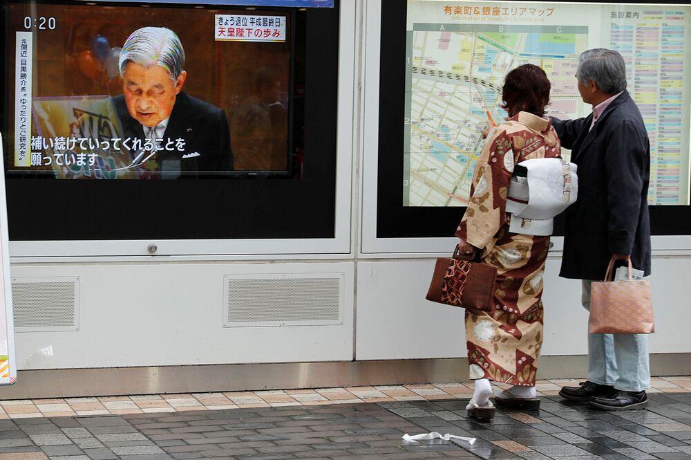 El emperador de Japón abdica