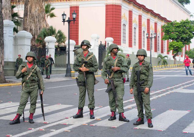 Militares venezolanos cerca del Palacio de Miraflores en Caracas