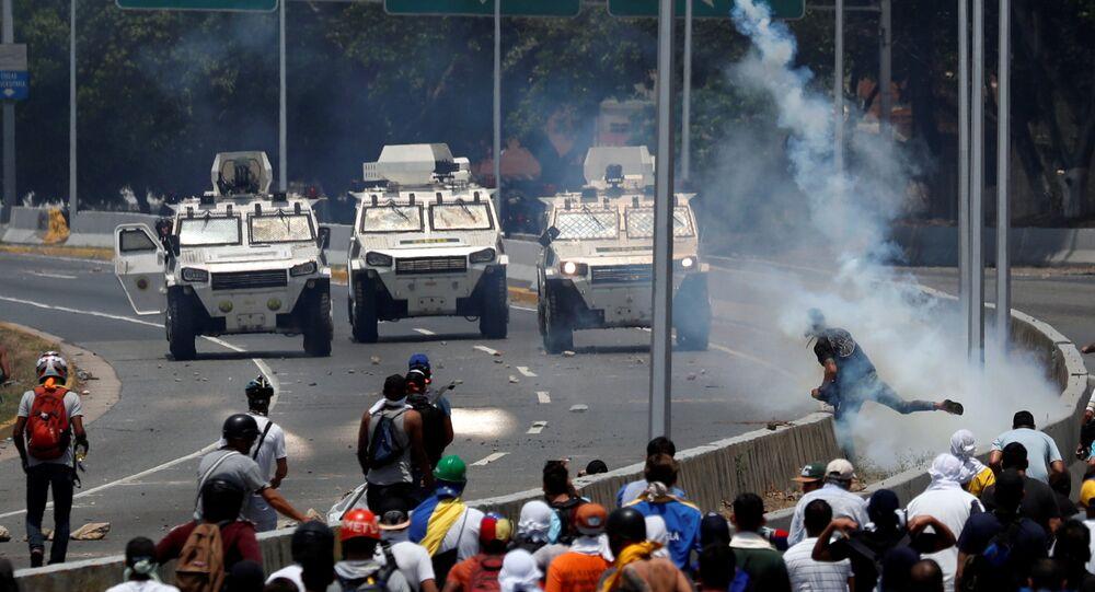 Vehículos militares en Caracas, Venezuela