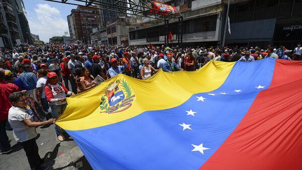 Cientos de personas se manifiestan a favor de Nicolás Maduro cerca del Palacio de Miraflores - Sputnik Mundo