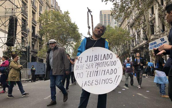 Los jubilados han sido uno de los sectores que más fuerte se vio afectado en la actual crisis que atraviesa Argentina - Sputnik Mundo