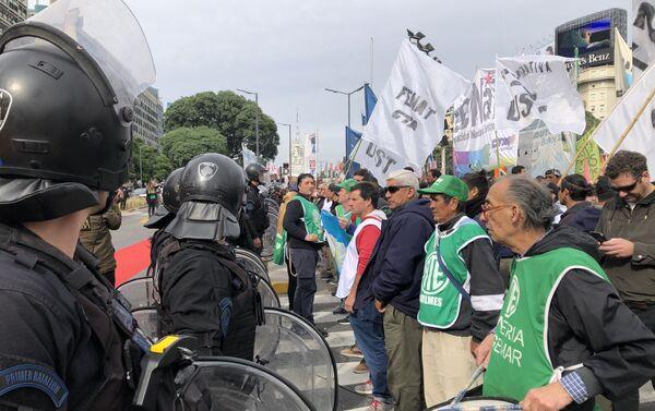 En el marco del paro del 30 de abril en Argentina, el Gobierno desplegó un importante contingente de seguridad - Sputnik Mundo
