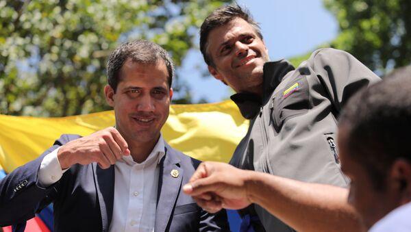 Juan Guaidó y Leopoldo López celebrando durante una movilización - Sputnik Mundo
