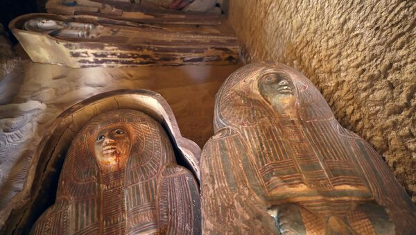 Antigua tumba descubierta cerca de las pirámides de Giza en Egipto - Sputnik Mundo