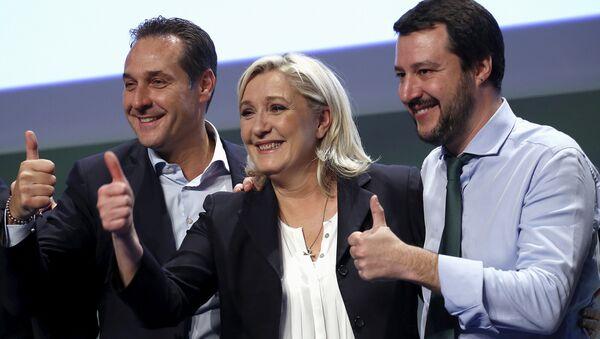 El líder del Partido por  la Libertad, Heinz-Christian Strache,  la líder de Reagrupación Nacional, Marine Le Pen y el líder de ultraderecha italiana, Matteo Salvini - Sputnik Mundo